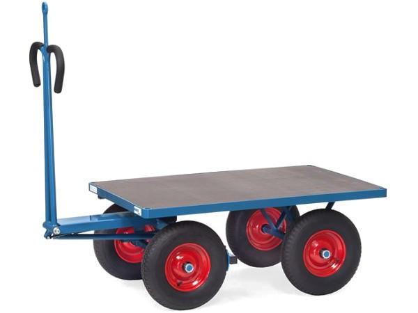Der robuste Wagen kann dank der Zugoese sich an ein Zuggerät oder andere Wagen anschließen.