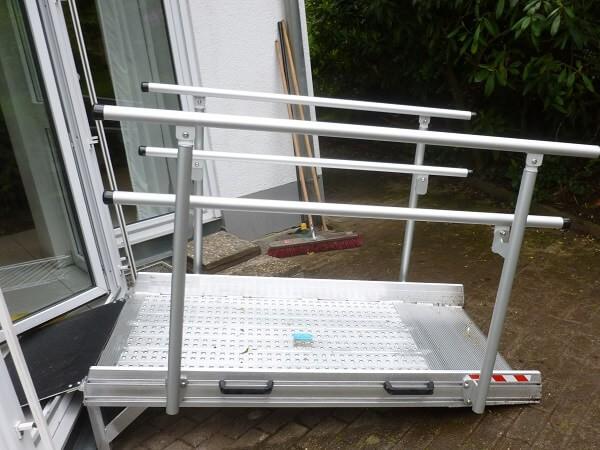 media/image/rollstuhlrampe-mit-gelaender-fuer-balkon-und-terrasse.jpg