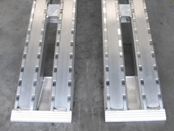 Schwerlastrampen-Metalmec-M120F-aus-Aluminium-Fahrzeuge-mit-Stahlketten-1