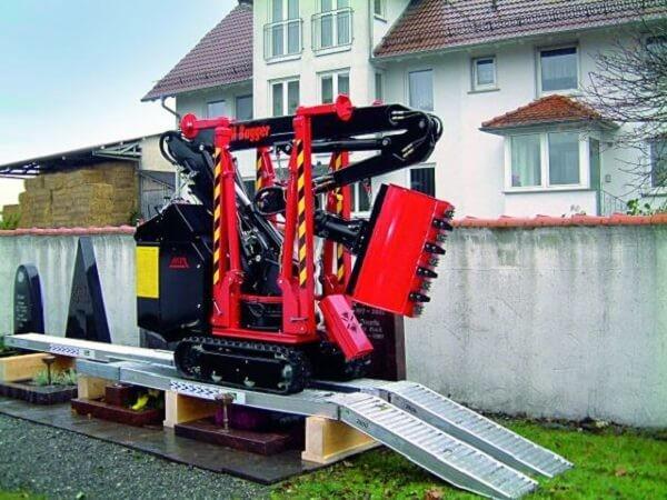 Überfahrbrücken und Auffahrrampen speziell für Friedhofsbagger