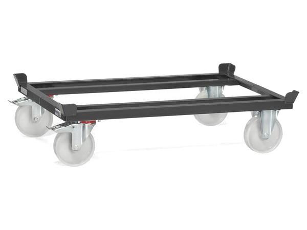 Dank der Bauweise aus Stahl können schwere Lasten auf Paletten oder in Gitterboxen mithilfe des Wagens transportiert werden.