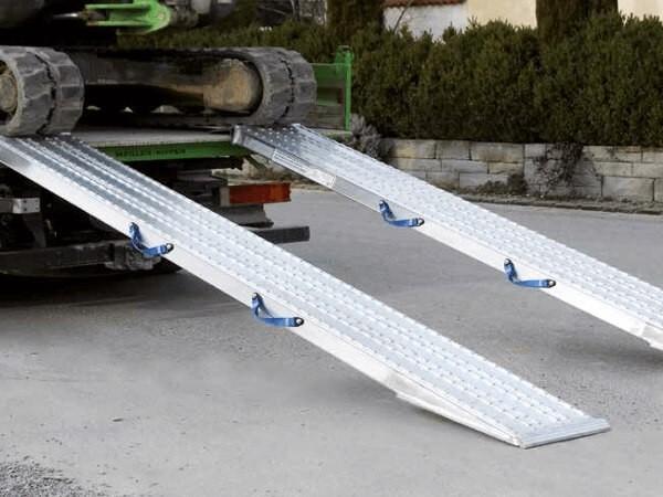 Die VFR Schwerlast-Verladeschienen sind perfekt geeignet wenn sehr schwere Baumaschinen verladen werden sollen.