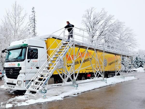 Die mobile Enteisungsbühne eignet sich besonders für große Flotten und Rastplätze.