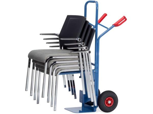 Der robuste Stuhlkarren kann schwere Lasten bis 300 kg tragen.