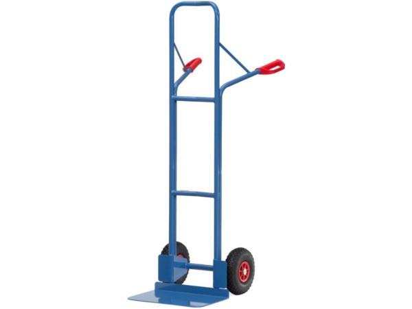 Die 480 mm breite Schaufel ist optimal geeignet um breite Kisten zu transportieren.