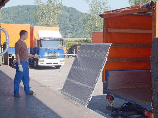 ueberladebruecke-skb-von-altec-zum-sicheren-verladen-an-der-rampe-erhaeltlich-bei-thiele-shop