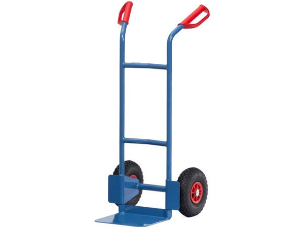 Die Karre aus Stahl kann Lasten bis 200 kg problemlos verladen.