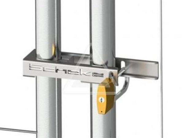 Das robuste Bauzaunschloss ermöglicht das Absichern von Bauzäunen.