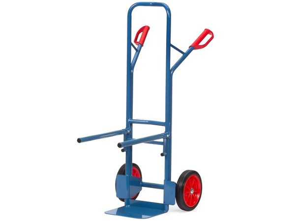 Dieser Stuhlkarren besitzt eine Vollgummibereifung und kann Lasten bis 300 kg tragen.