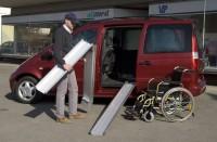 Die ABS-F Rollstuhlschienen eignen sich gut um Rollstuhlfahrer in Fahrzeuge zu verladen.
