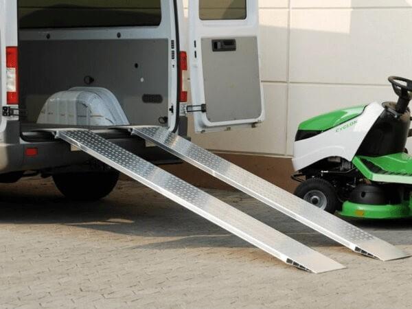 Die AOS Verladeschienen sind für das Be- und Entladen von schweren Geräten/Maschinen konzipiert.
