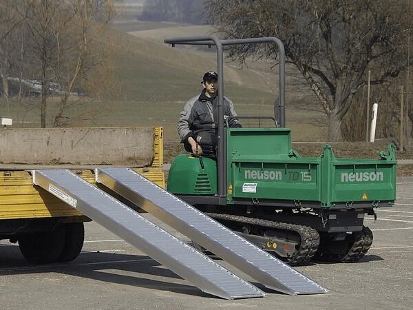 Dank der AVS 110 wird das Verladen von mittelschweren Fahrzeugen zum Kinderspiel.