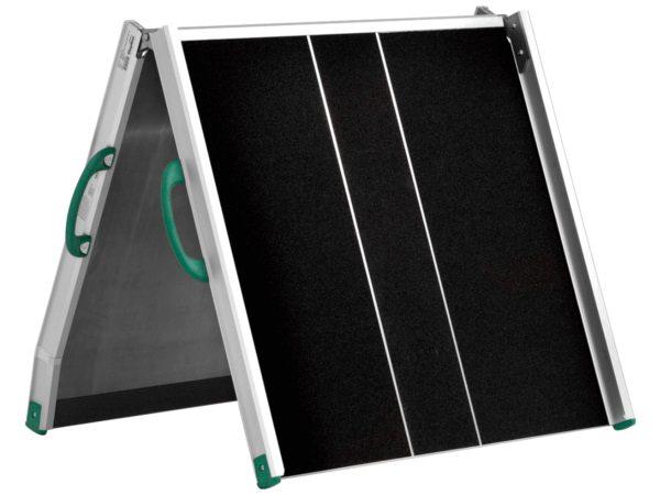 klappbare-rollstuhlrampe-zur-ueberbrueckung-von-treppen-und-absaetzen-erhaeltlich-bei-thiele-shop