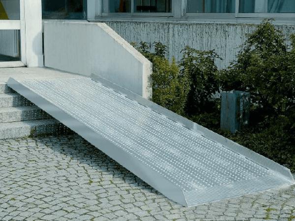 Auffahrrampe-station-r-breitrampe-aluminium-rampe-sicherer-halt-4VyVT2mEYHi1kB
