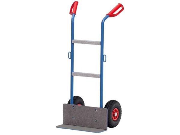 Die praktische Gerätekarre ermöglicht den sicheren Transport von Geräten bis 250 kg.