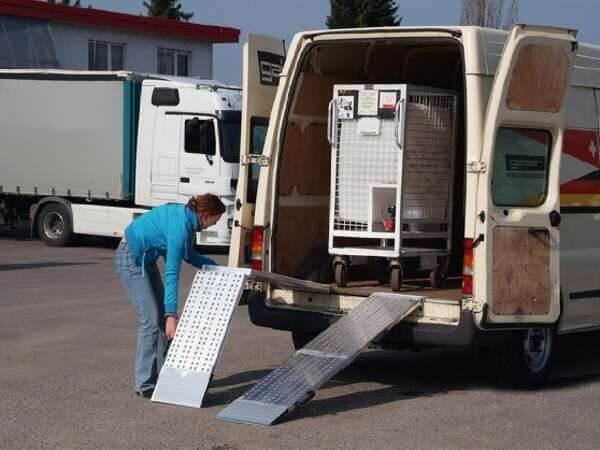 Die klappbare AOS-F Auffahrschienen sind perfekt passend für gängige Transport oder Anhänger.
