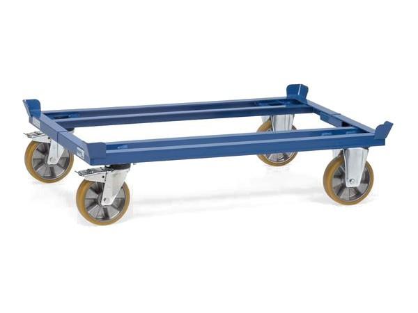 Der robuste Palettenwagen kann bis zu 2.200 kg tragen.