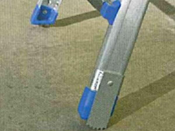 Für einen sicheren Halt der Enteisungsleiter wurden diese Spikes konzipiert.