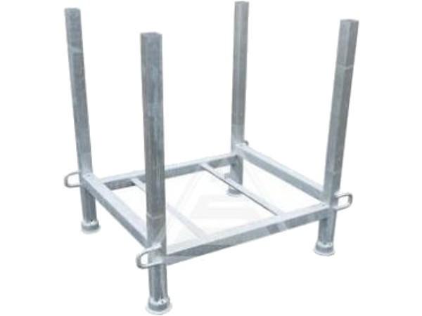 Die robuste Palette aus Stahl dient zum einfachen lagern und transportieren von Absperrgittern.