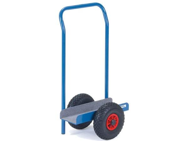 Der praktische Schiebe- und Anlagebügel erleichtert den Transport von schweren Fenstern oder Platten.