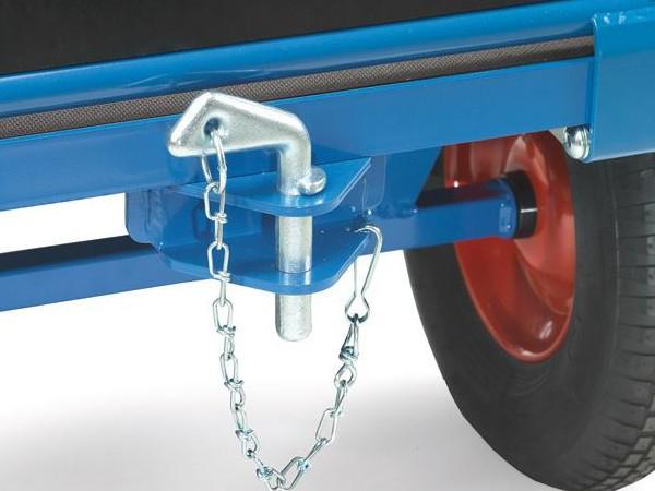 Mithilfe der praktischen Kupplung können mehrere Wagen miteinander verbunden werden.