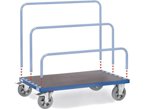 Der robuste Plattenwagen kann bis zu 1.200 kg Last tragen.