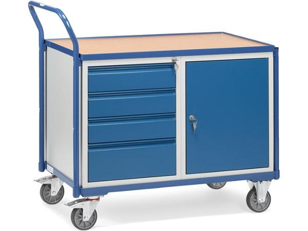 Der leichte Werkstattwagen besitzt ein Schrankfach und 4 Schubladen (mit Auszugssperre).
