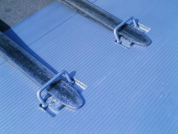 Die HF-Ueberladebruecke kann durch die Taschen problemlos von einem Gabelstapler transportiert werden.