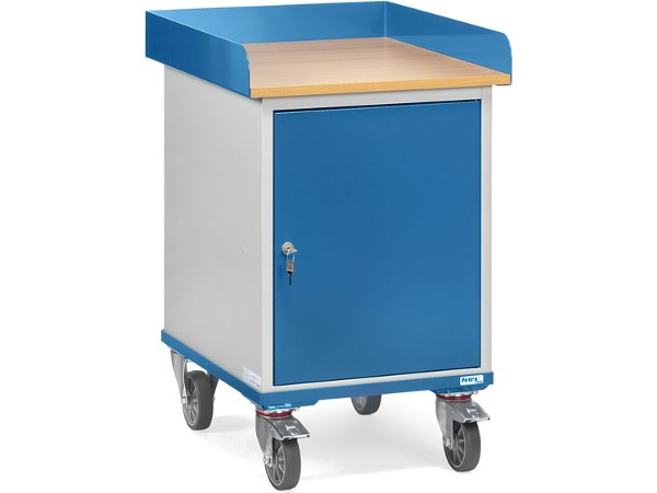 Der Rollschrank kann Lasten bis 150 kg sicher tragen und der integrierte Stahlschrank ist abschließbar.