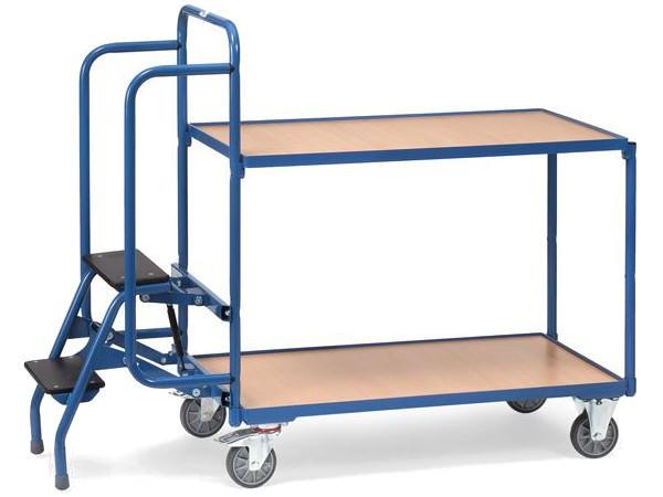 Der praktische Kommissionierwagen besitzt 2 Ladeflächen und eine Leiter.
