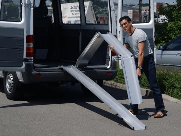 Die ABS-Z Auffahrschienen sind 2-fach klappbar und somit sehr einfach im Handling und Transport.