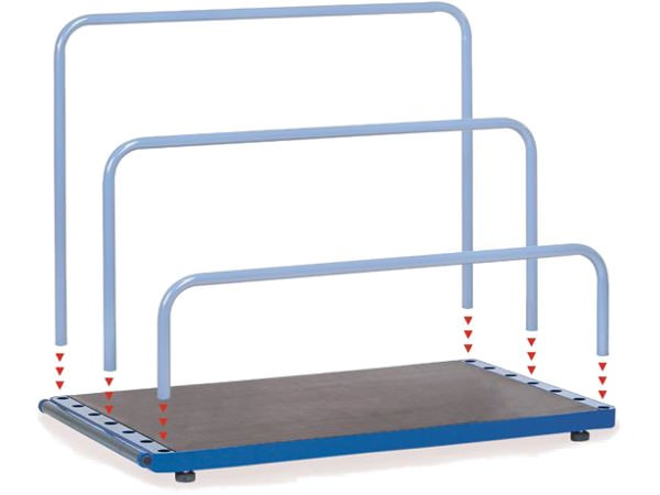 Der Plattenständer kann mit frei wählbaren Bügeln ausgestattet werden.