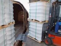 Dank der Bahnbrücke können Lasten bis zu 4.000 kg problemlos auf Waggons verladen werden.