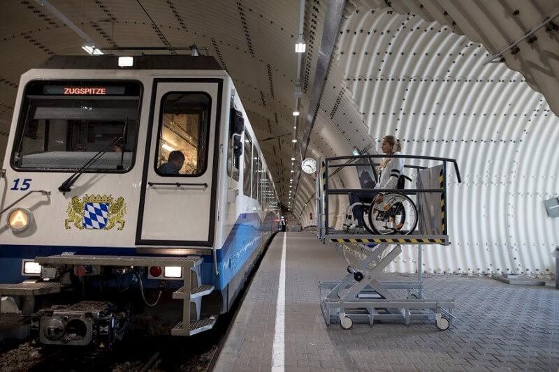 Der Hebelift LP11 wird bei der Bahn zur Zugspitze eingesetzt