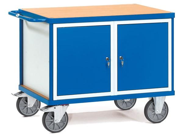 Der schwere Tischwagen beinhaltet 2 Schrankfächer und eine Arbeitsoberfläche.