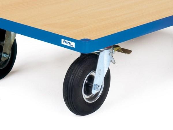 Dank der Luftbereifung können schwere Lasten bei schlechten Bodenbedinungen sicher und einfach transportiert werden.
