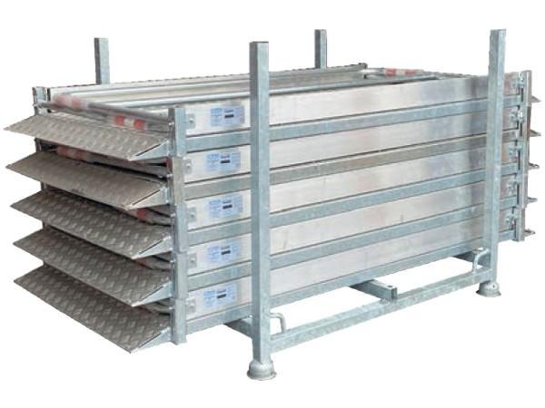 Das Grabenbrücken Set 1 beinhaltet 5 Grabenbrücken (Bodenplatte Stahl) und eine praktische Stapelpalette.
