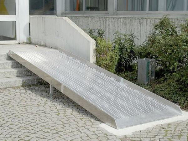 media/image/witterungsbestaendige-rollstuhlrampe-fur-aussen-aus-aluminium-fuer-treppen-geeignet-rampe-fuer-rollstuhlfahrer-altec.jpg