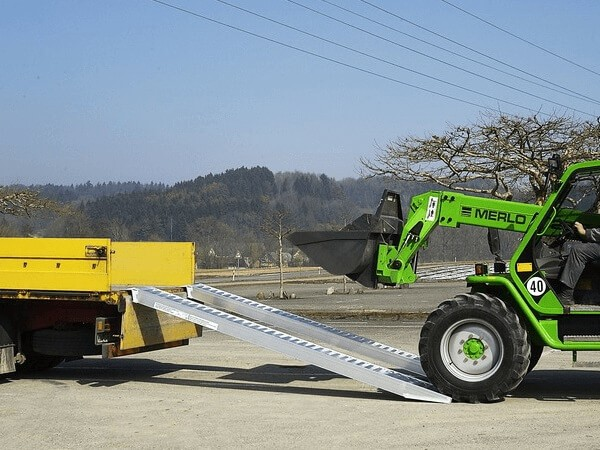 Die AVS 150 ist optimal geeignet wenn sehr schwere Baumaschinen auf Anhänger oder Fahrzeuge verladen werden sollen.