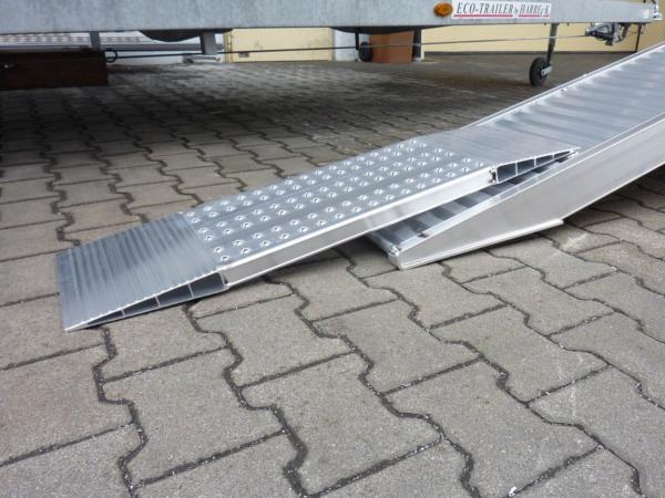 Mithilfe der AOS-Kurzrampe können schwere Fahrzeuge und Lasten über kleine Hindernisse befördert werden.