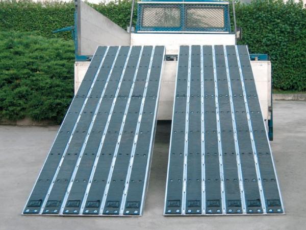 Die Verladeschienen sind mit einer vulkanisierten Gummibeschichtung ausgestattet - bei Bedarf können die Streifen problemlos ausgewechselt werden.