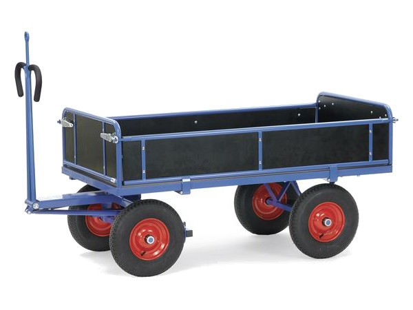 Der Handpritschenwagen besitzt eine integrierte Zugoese.