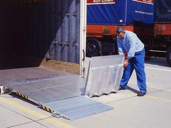 Die Containerbrücke MC kann problemlos von einer Person bedient werden.