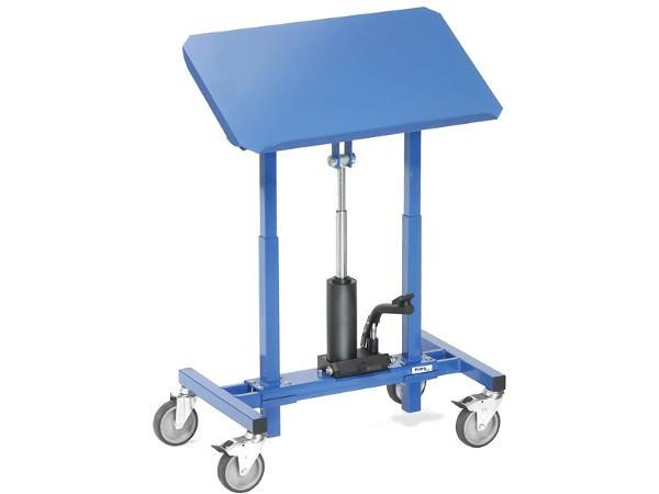 Mithilfe der Hydraulikpumpe kann der Materialständer auf die gewünschte Höhe angepasst werden.