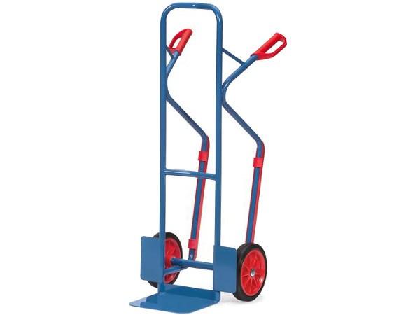 Der robuste Stahlkarren kann schwere Lasten sicher transportieren.