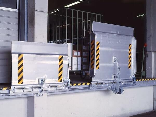 Die Überladebrücke SKB gibt es in verschiedenen Längen und Breiten - mithilfe dieser Brücke können Sie schwere Lasten bis 4000 kg problemlos verladen.