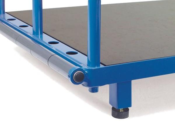 Die praktischen Plattenfüße ermöglichen den Transport mithilfe eines Staplers oder Gabelhubwagen.