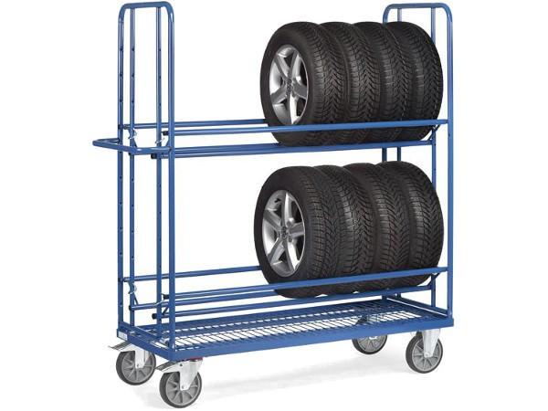 Der Reifenwagen besitzt einen Boden aus Drahtgitter.